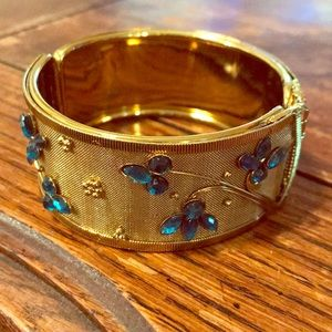 Gold tone mesh clamper with blue/teal stones